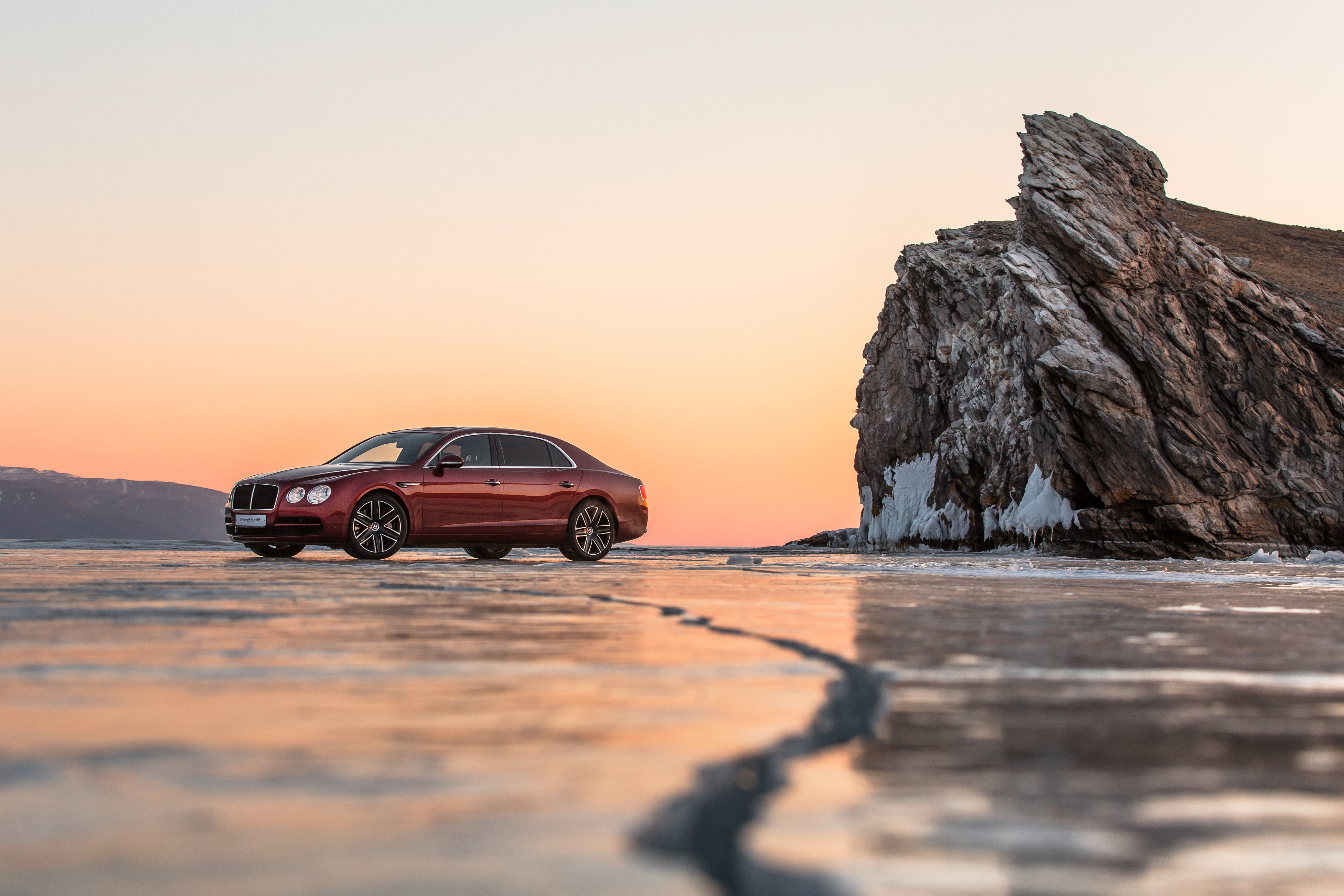 Bentley Flying Spur V8_on Baikal Ice
